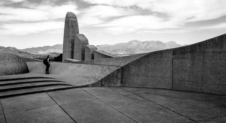 lead-image-taal-monument