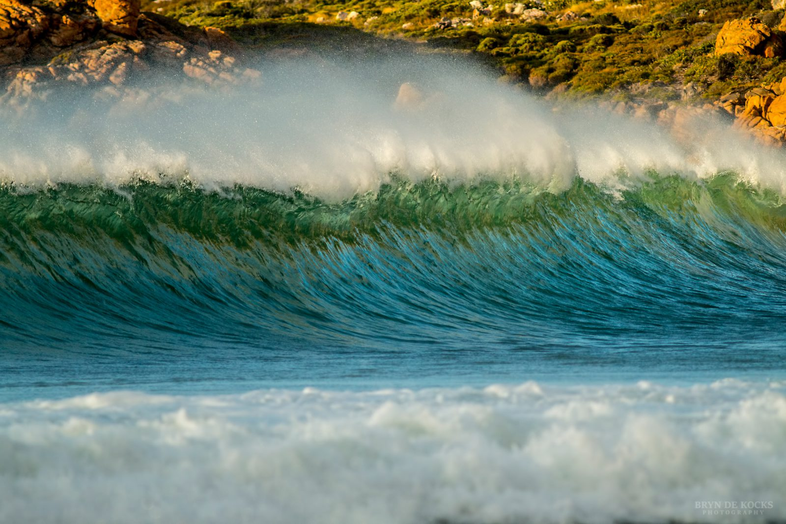 Waves Breaking Rooi Els